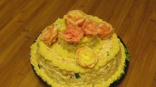 Салат с кальмарами. Как украсить салат. Праздничный салат рецепт