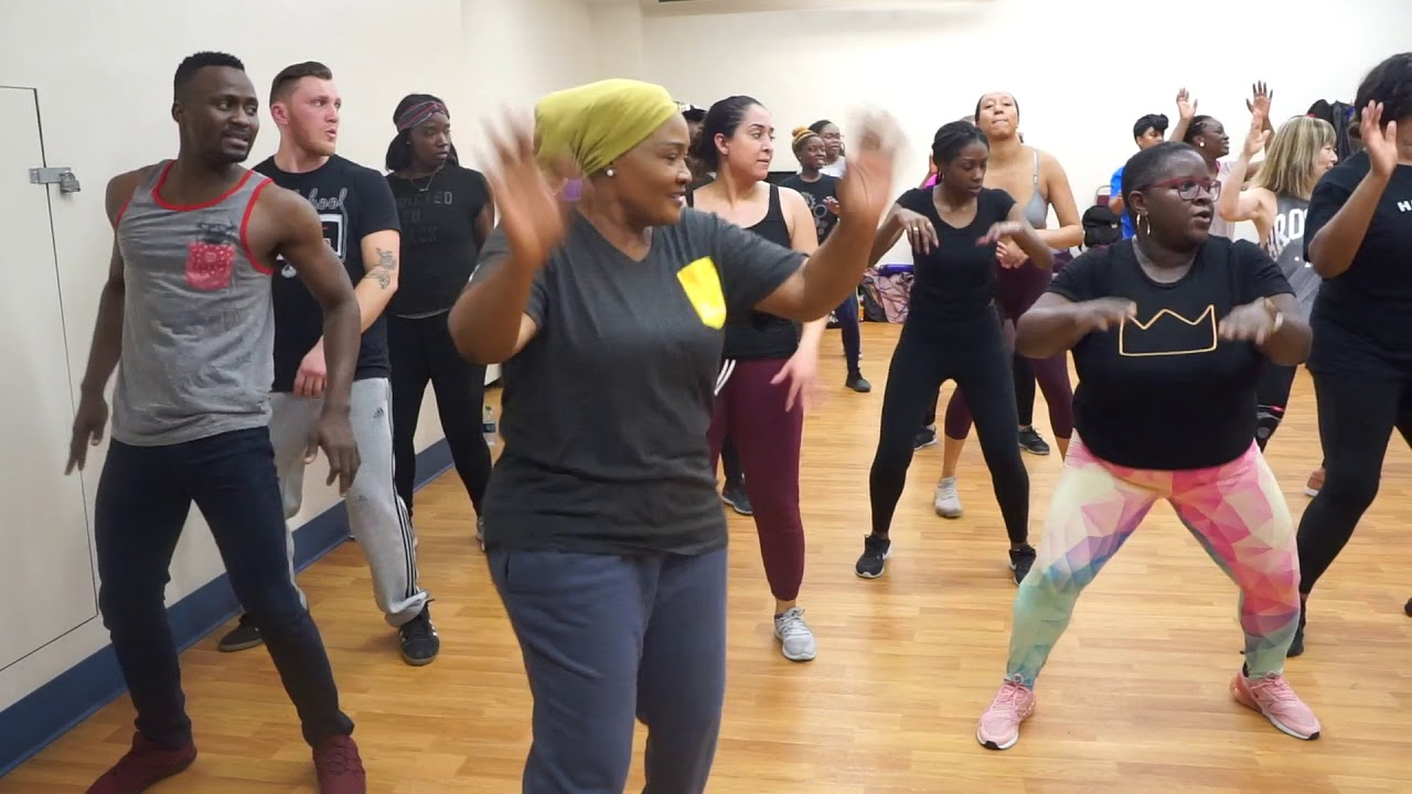 Takes Nigerian Mom To an Afrobeat Dance Class! | Vlog #28