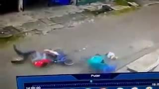 Video VIDEO : Kakek penjual Pentol di tabrak 2 Remaja Sampai Meninggal download MP3, 3GP, MP4, WEBM, AVI, FLV Januari 2018