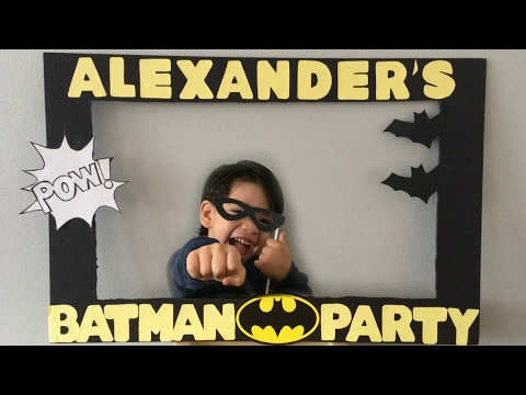 DIY: Batman photo booth frame