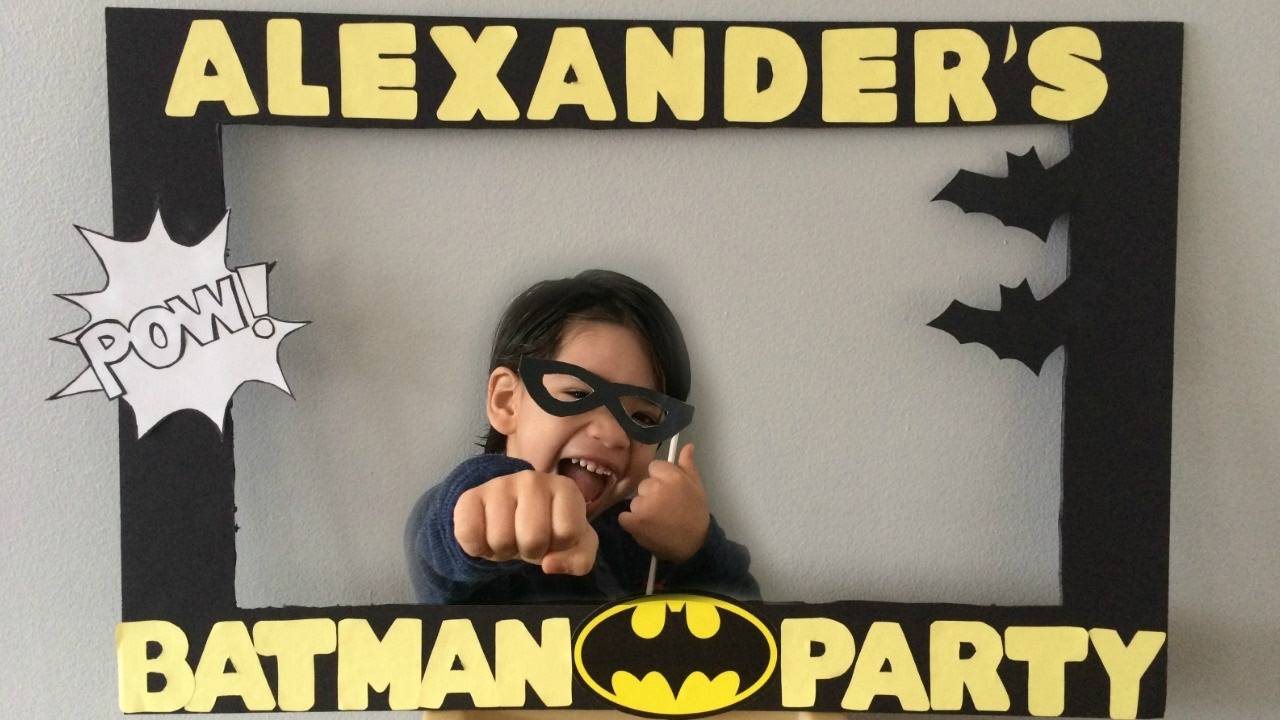 DIY: Batman photo booth frame - YouTube