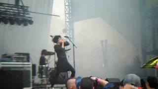 Crystal Castles - Crimewave [Lollapalooza 2009]