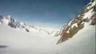 Importante chute d'un skieur d'une corniche de neige Thumbnail