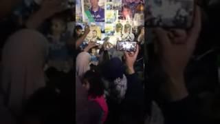بالفيديو: عروسان فلسطينيان ينظمان حفل زفافهما في خيمة التضامن مع الأسرى