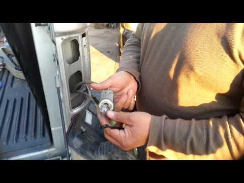 Cómo cambiar las luces de una Ford F -150 2004