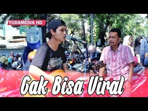 Payung Teduh - Di Atas Meja (Cover Musisi Jalanan Malang) Serasa Konser Artis Aja