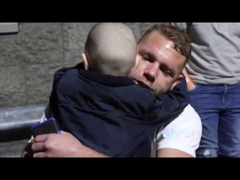 PURE CLASS! - BILLY JOE SAUNDERS SHARES HEART-BREAKING MOMENT WITH HIS BRAVEST FAN DENVER CLINTON