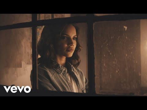 Leslie Grace - Cómo Duele el Silencio (Official Video)