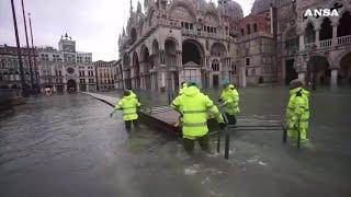 Maltempo a Venezia nuovo picco di acqua alta