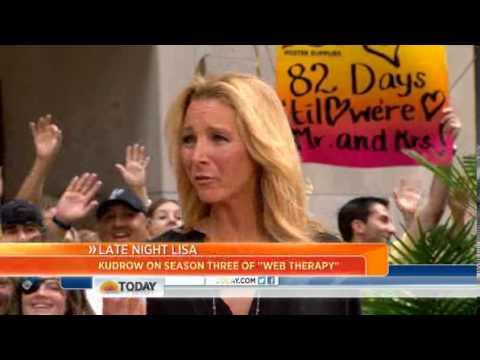 Lisa Kudrow: I got 'giggly' around Steve Carell