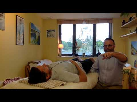demonstration-on-how-craniosacral-therapy-helps-tinnitus