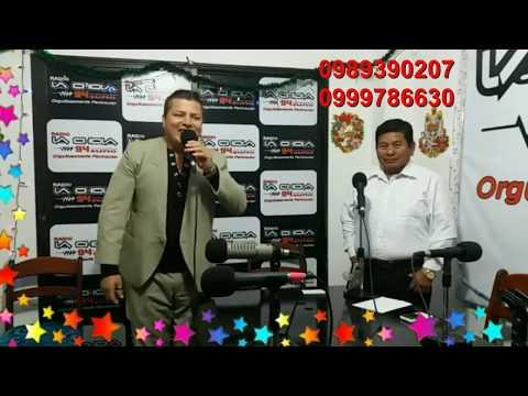 Nestor Alava cantando en vivo fin de año radio La Chola Salinas