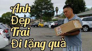 Đến khu nhà giàu mua đồ nuôi cá, đem quà cho trường học (Người Việt ở Mỹ)
