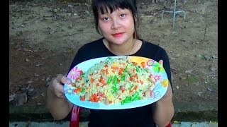Cooking skills | Fried rice is delicious and easy to make - primitive life | survival skills. HT