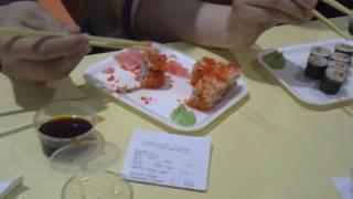 Как правильно есть суши в первывй раз.