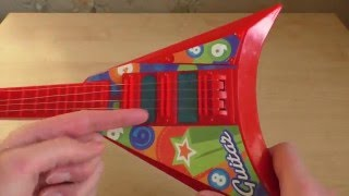 Вредные игрушки. Обзор детской гитары с сюрпризом. Опасные игрушки для детей.
