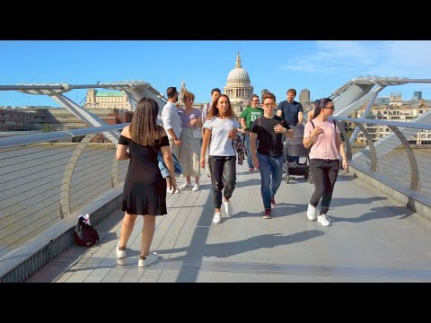 LIVELY LONDON WALK - Blackfriars Station to St Paul's Cathedral crossing Millennium Bridge