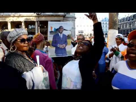 La diaspora Ivoirienne manifeste contre la violation de leur constitution à Paris.
