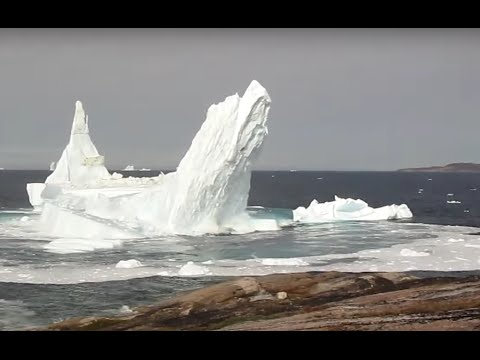 Gigantic ice-tower COLLAPSE in Greenland!