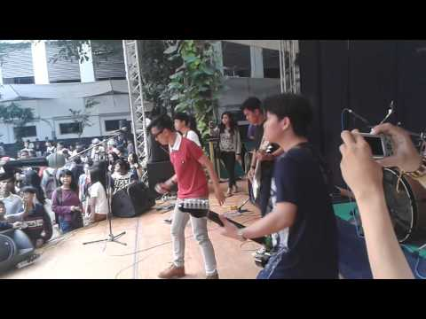 LEFT AND RIGHT - ingat hari ini (news song) live at museum bank mandiri #BARONG FAMS 2