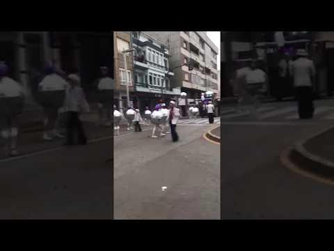 La discoteca sale a la calle en el desfile de Burela