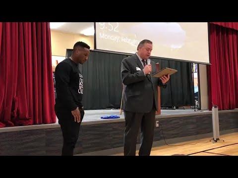 Darren Sproles presented key to city at Olathe elementary school