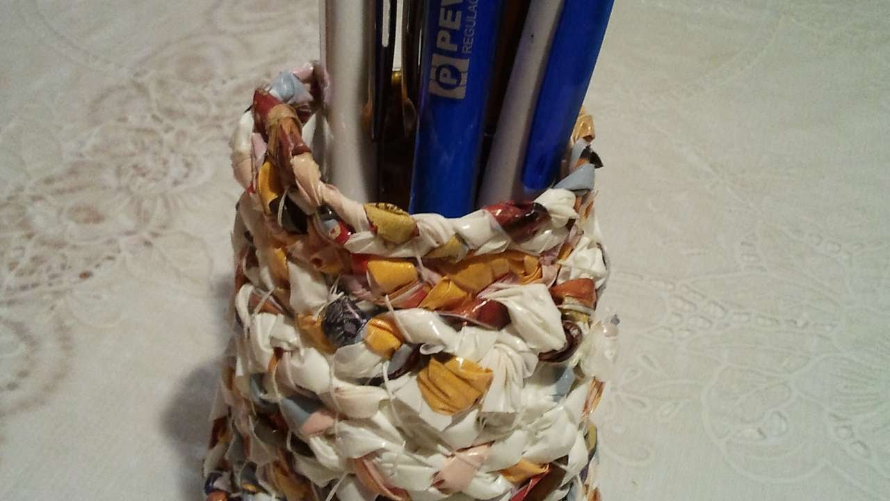 How To Make A Woven Plastic Bag Pencil Holder Diy Home