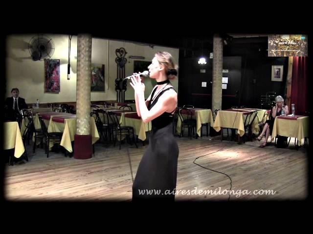 Belleza Rusa Tatiana Izotova cantando tango en Buenos Aires