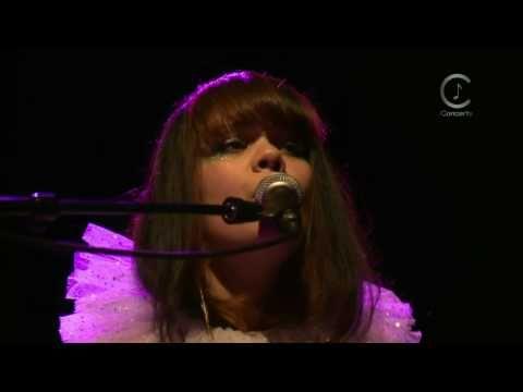 [HD] Bat For Lashes - Siren Song (Live Shepherds Bush Empire 2009)