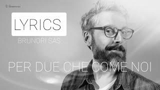 Gambar cover Per due che come noi (testo - lyrics) - Brunori Sas