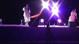 震災復興支援アイドルの元気一杯な歌と踊り、迫力があって良かった。