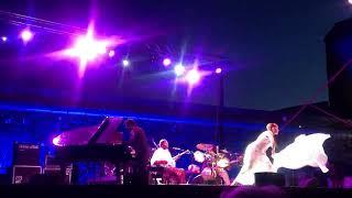 jhevva(Eva Mas).Improvisación con velo árabe.Festival internacional de blues y jazz de Roses