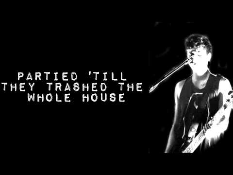 5 Seconds of Summer- Superhero (Lyrics)