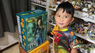 4 year old unboxes XPLUS Android 17 Statue