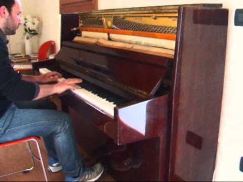 vendo pianoforte verticale - YouTube