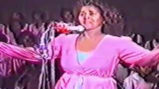 Saado Ali oo Hees carabi ah qaadeysa 1985-tii by F_Torres