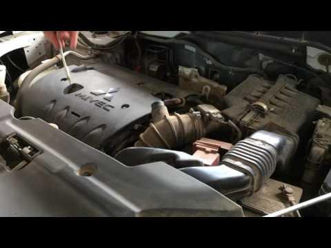Мицубиси Асх 1,8 2013 года меняем масло в двигателе и фильтра Mitsubishi ASX