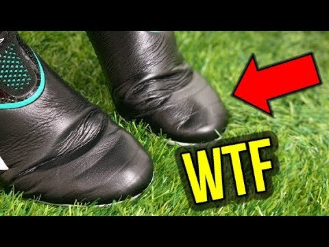 THE WORLDS FIRST LACELESS LEATHER FOOTBALL BOOTS!