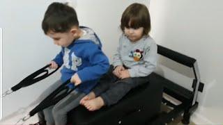 Fatih Selim ve Yusuf sırayla pilates yapıyorlar.ömerde doktor setiyle oynuyor.kedicikte kayıyor
