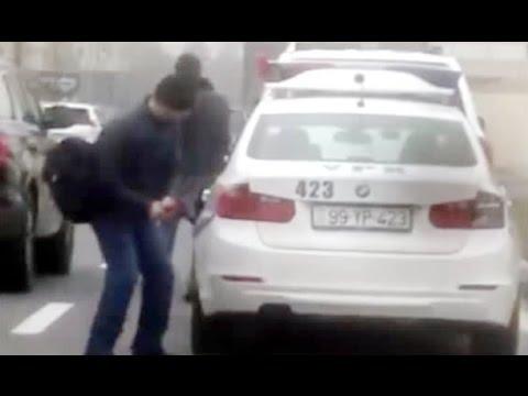 Kızgın şahıs çekiçle Polis Aracına Böyle Saldırdı