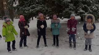 Ноктюрн играет в снежки.  К нам пришла зима!
