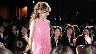 400人が悲鳴!入社式に紗栄子がサプライズ登場!「サマンサタバサグループ入社式」1 #Saeko 紗栄子 動画 21