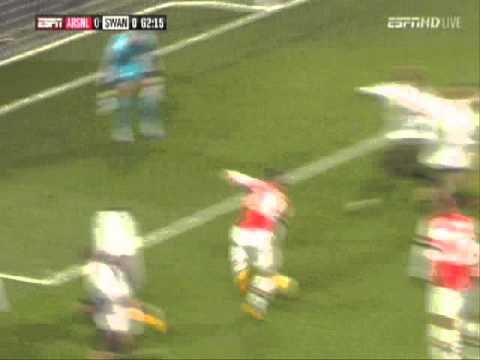 Wilshere Great shot and Walcott epic miss vs Swansea