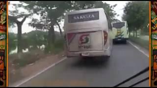 Download Video Hebatnya sopir bus ini !! Balapan Bus Ugal Ugalan Di Jalan Raya MP3 3GP MP4