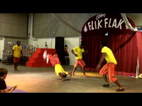 Nafsi Acrobats performing in FlikFlak in Odense