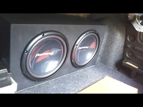 Pioneer 310 d4 flexing in the trunk and is powered on pioneer 9601 mono amplifier.