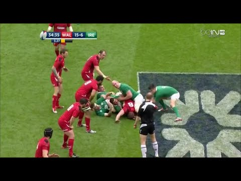Wayne Barnes refuses to fall for Ireland's trick of pinning players into a ruck
