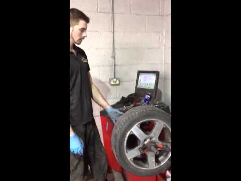 How to balance a car tyre