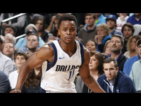 NBA G League alum Yogi Ferrell shows off his vision for the slick assist!