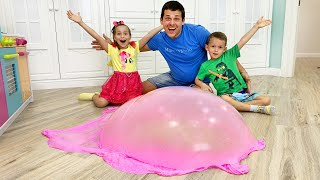 Sofia and Max making and want the same Slime